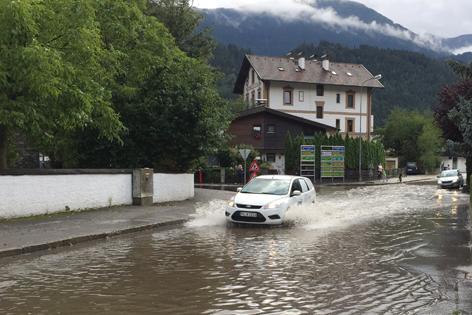 Überflutete Straße Zirl