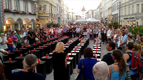 900 Menschen gedachten in Wels der toten Flüchtlinge