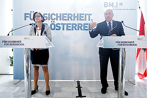 Innenministerin Johanna Mikl-Leitner und EU-Migrationskommissar Dimitris Avramopoulos