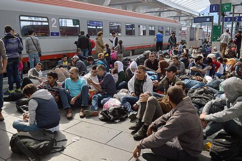 Flüchtlinge auf dem Bahnsteig am Hauptbahnhof