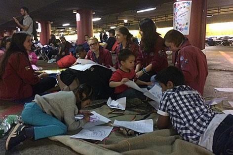 Flüchtlingskinder in der Bahnhofsgarage