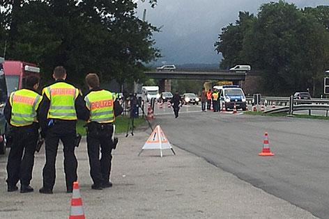 Grenzkontrolle der bayerischen Polizei an der Autobahn A8