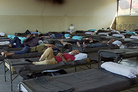 Flüchtlinge im Notlager bei der alten Autobahnmeisterei