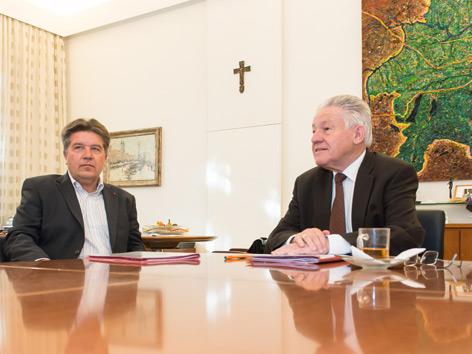 Von links: SPÖ-Chef Reinhold Entholzer (SPÖ), LH Josef Pühringer (ÖVP)