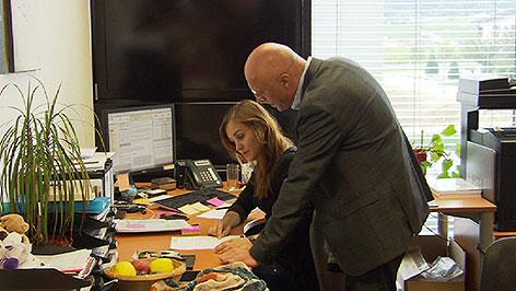 Hans Glocknitzer und seine Tochter Christina im Büro