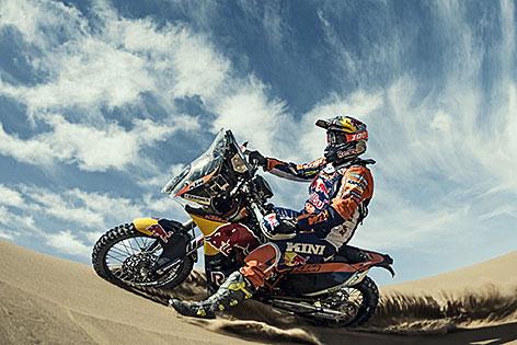 Matthias Walkner auf der Motocross Maschine in der Wüste