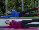 Eine Pilates-Übung zur Kräftigung und Straffung der Beine und der Gesäßmuskulatur.