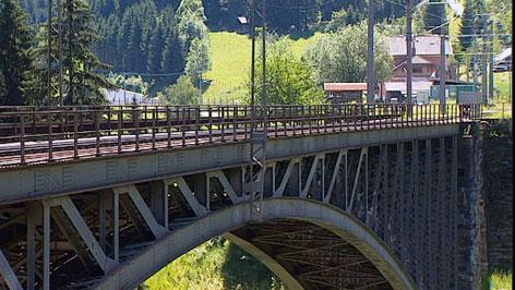 Alte Stahlbrücke bei der Angertal-Bahnbrücke