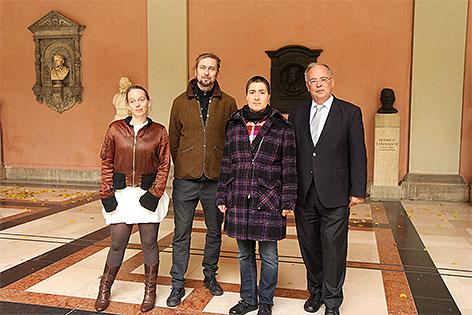 Catrin Bolt, Thomas Baumann, Karin Frank, Heinz Engl im Arkadenhof der Universität Wien