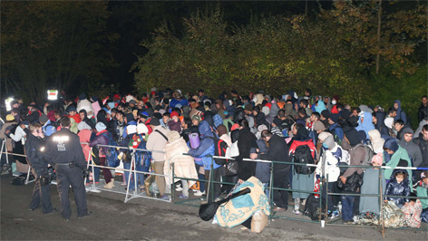 Flüchtlinge warten auf Ausreise nach Deutschland