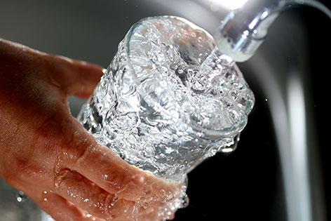 Trinkwasser Verunreinigung Wasserglas Wasser