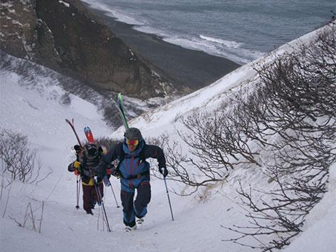 Freerider aus Tirol und Niederösterreich drehen Film auf der abgelegenen Insel Onekotan