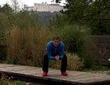 Michael Mayrhofer bei der Abfahrtshocke - Übung.
