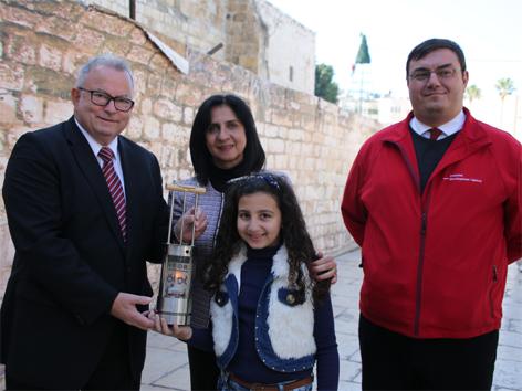 Friedenslicht in Bethlehem abgeholt