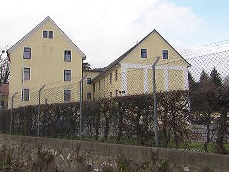Henselkaserne Sportplatz wird für Flüchtlinge geöffnet