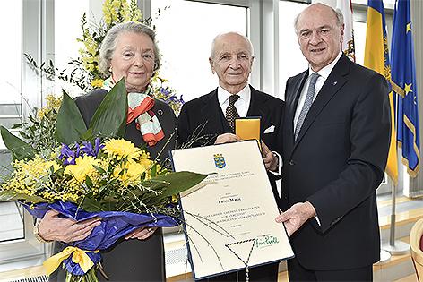 Louise und Peter Matic mit Erwin Pröll