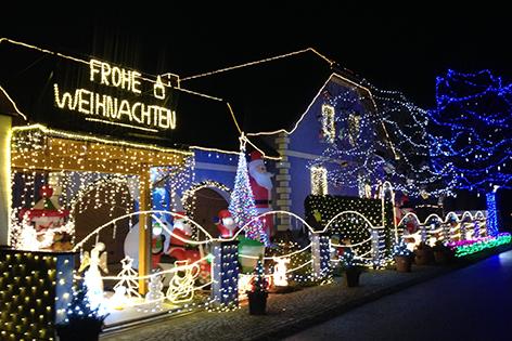 Haus Weihnachtsbeleuchtung.Haus Mit 45 600 Lichtern Noe Orf At