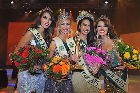 Miss Fire,Thiessa Veloso aus Brasilien, Miss Water, Brittany Ann Payne aus den USA, Miss Earth 2015, Angelia Ong von den Philippinen sowie Miss Air, Dayanna Grageda