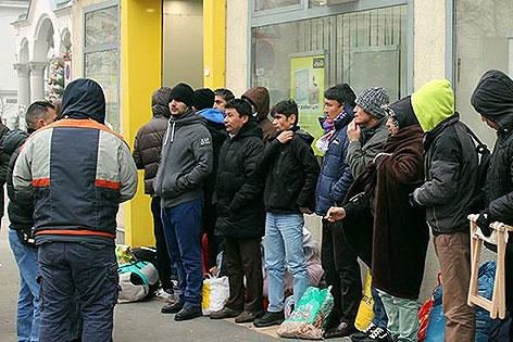 Flüchtlinge Warteschlange