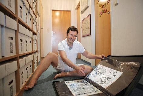 Günther Polland mit seinen Comics