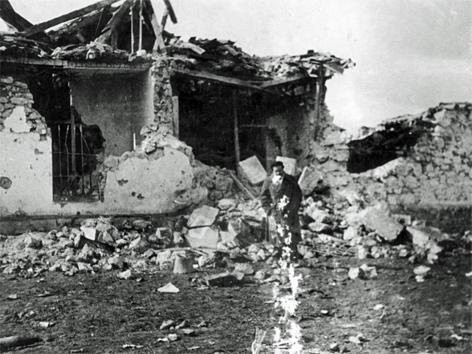 Ein während der Schlacht von Guadalajara zerstörtes Wegwärterhäuschen