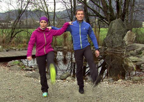 Doresia Krings und Michael Mayrhofer beim Klassiker Beinschwingen.