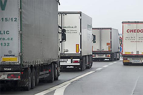 Lkws auf Autobahn