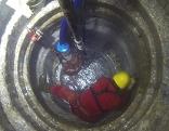 Brunnenbauer im Brunnen