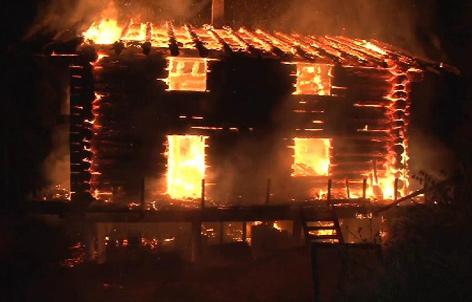 Brennendes Holzhaus