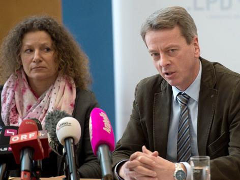 Traunsee-Leichen, Birgit Ahamer von der Staatsanwaltschaft Wels und der Chef des Landeskriminaltamtes (LKA) Oberösterreich, Gottfried Mitterlehner gaben Ermittlungsstand bekannt