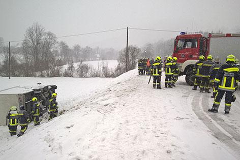 Wohnmobil Böschung Unfall