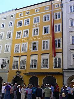 Mozarts Geburtshaus in der Getreidegasse in der Salzburger Altstadt