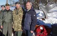 Britischer Luftwaffenchef Andrew Pulford ehrt tote Flieger in Adnet
