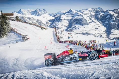 Formel 1 Wagen auf Skipiste