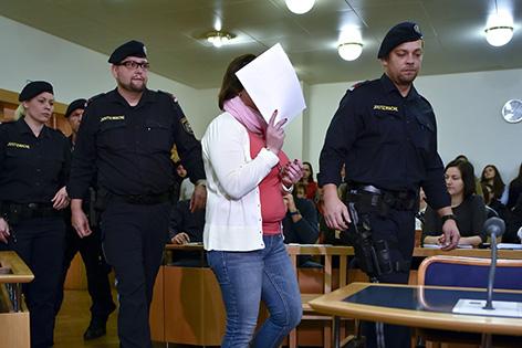 Angeklagte vor Prozessbeginn