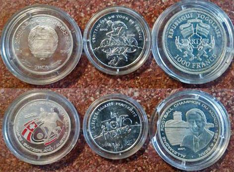 Drei Silbermünzen mit Ansicht der beiden Seiten