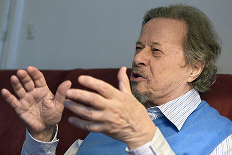 Der in Ungarn geborene österreichische Komponist Ivan Eröd am Montag, 28. Dezember 2015, während eines Interviews in Wien