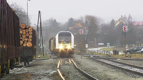 Güterzug fährt in Bahnhof Oberwart ein