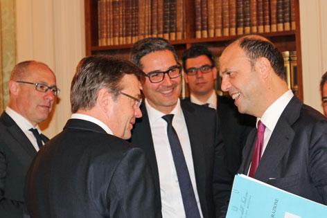 LH Ugo Rossi, LH Platter, LH Arno Kompatscher (Mitte) und Minister Alfano.