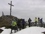 Schneeschuhwanderer am Gipfel des Hochglocker