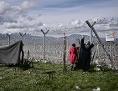 Menschen auf der Flucht an der griechisch-mazedonischen Grenze bei Idomeni