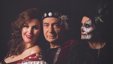 Barbara Karlich als Buhlschaft auf dem Plakat für den Theatersommer Parndorf