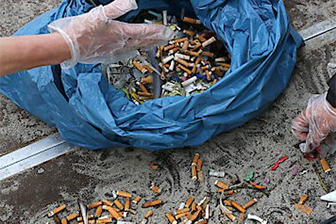 Zigaretten auf der Straße, Müll