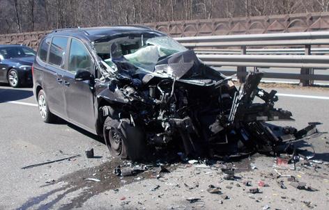 Autowrack auf Autobahn