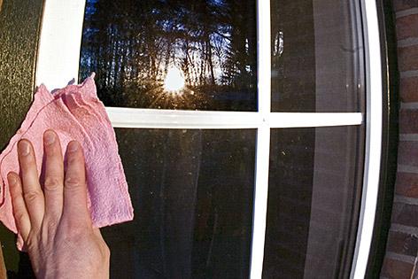 Osterputz gefährlich Haushaltsunfälle AUVA Putzen Fenster