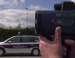 Radarkontrolle und Polizeiauto