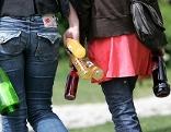 Jugendliche mit Alkohol