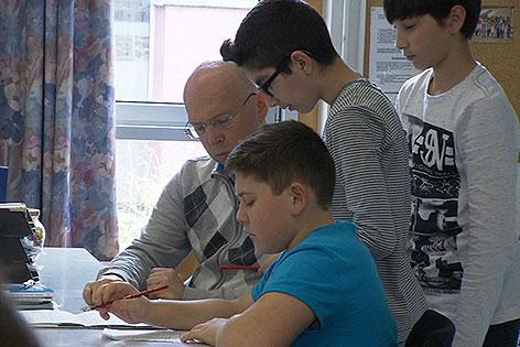 Schüler mit Personal