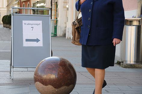Wahlhinweis vor dem Rathaus
