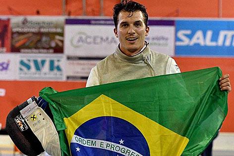 Florettfechter Rene Pranz mit brasilianischer Flagge